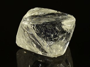 yellow-tinted-diamond-crystal-alrosa-large