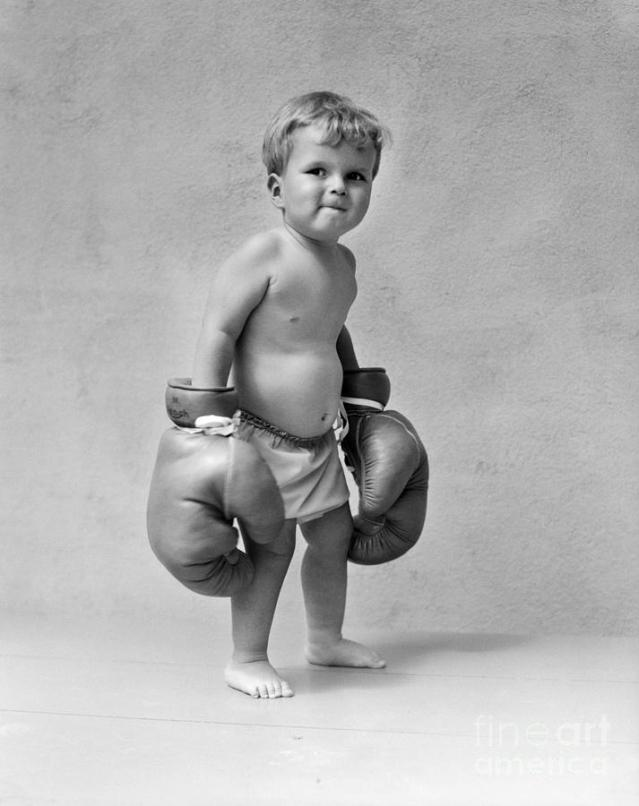 toddler-with-boxing-gloves-1930s
