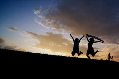 girls-jumping-sunset-silhouettes-preview